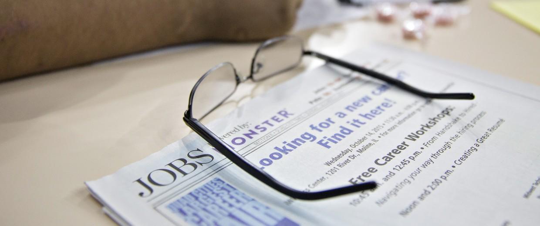 Image: A job seeker fills out an employment application