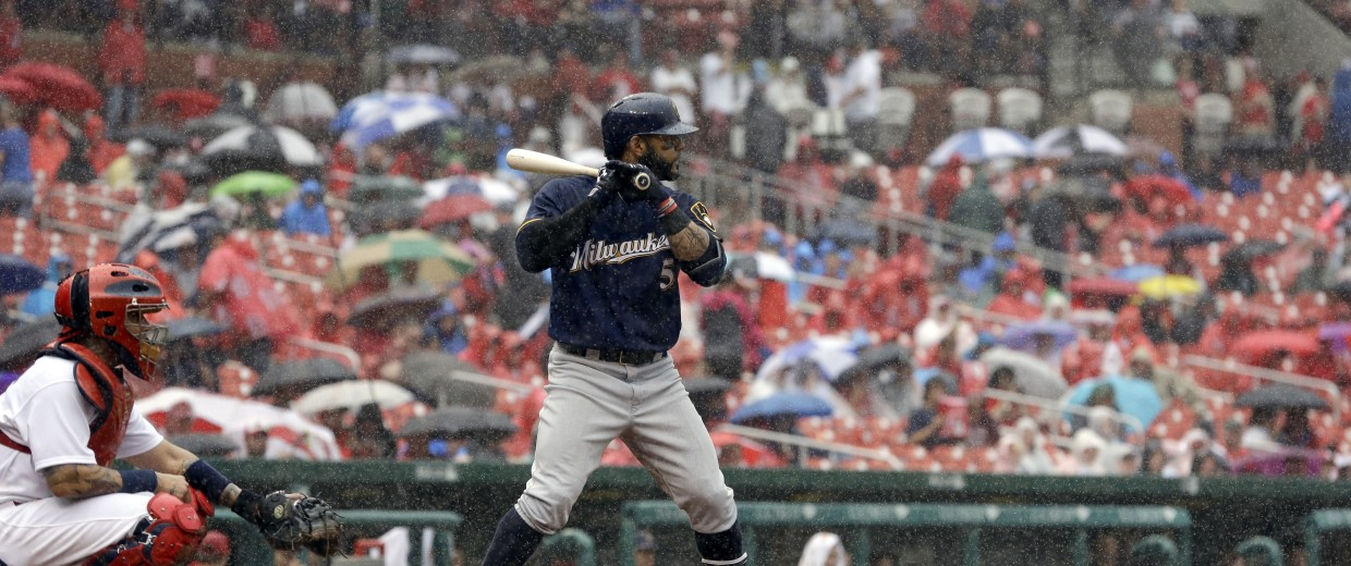 Image: Rain at Brewers-Cardinals baseball game