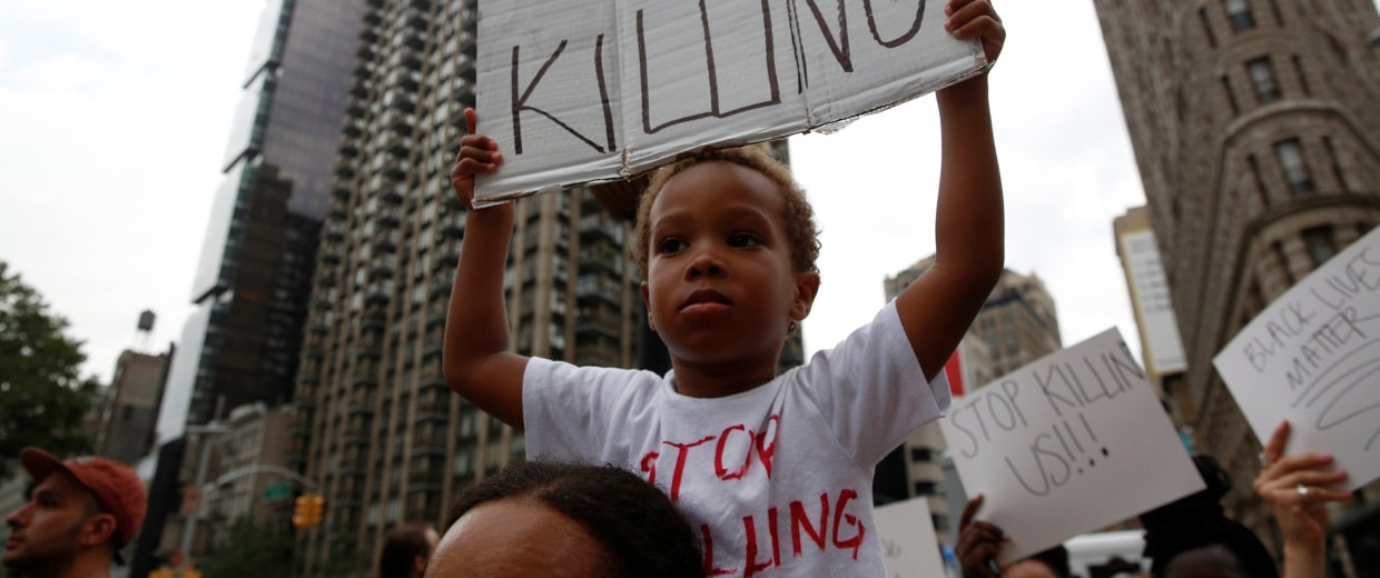 Image: People take part in a protest for the killing of Alton Sterling and Philando Castile during a march along Manhattan's streets in New York