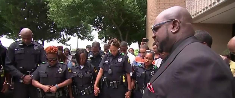 IMAGE: Dallas PD Southwest Division prayer service
