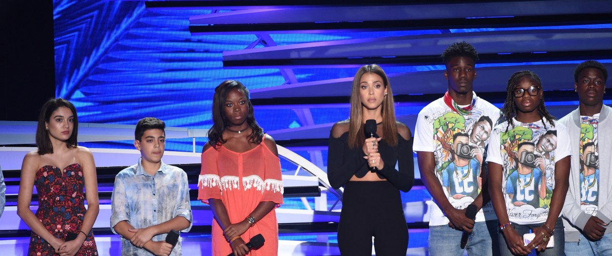 Actress Jessica Alba speaks out against gun violence at Teen Choice Awards 2016