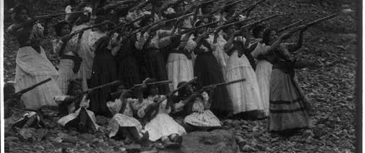 Photo of Soldaderas holding rifles.