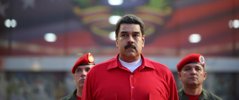 Venezuela's President Nicolas Maduro receives military honors at Maiquetia airport, in Caracas, Venezuela October 20, 2016.