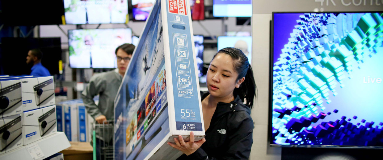 Image: Shoppers buy electronic items during Black Friday sales