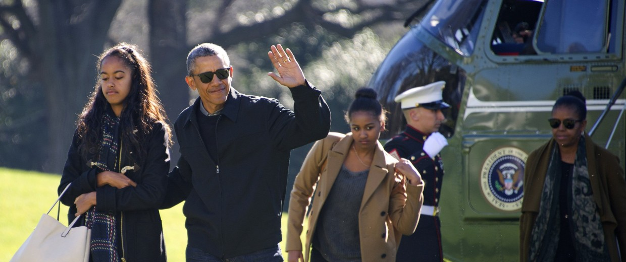Image: Obamas Return From Hawaii Vacation