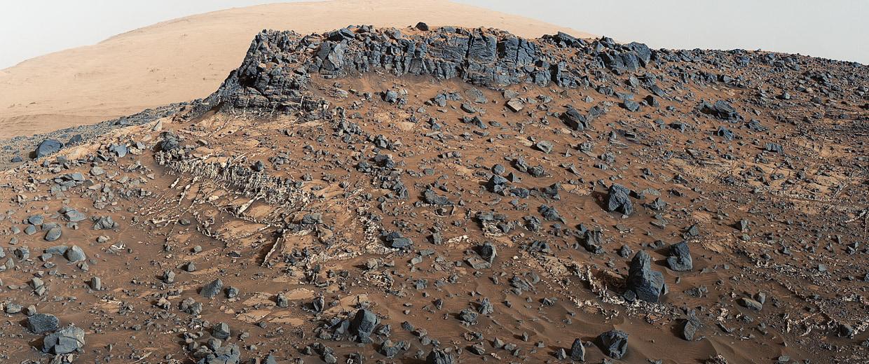 Image: Mars' cap rock ridge on lower Mount Sharp