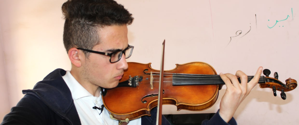 Image: Violinist Sherwan Mohammed Dhia, 17 learned English by listening to his idol, Eminem