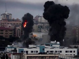 Israel and Hamas trade rocket fire and airstrikes, leaving more than 30 dead