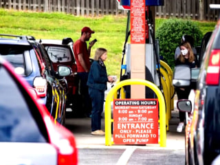 Major gas shortages persist despite Colonial Pipeline resuming operation