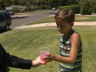 8-Year-Old Shows His Appreciation for Police With Lemonade