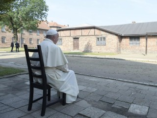Pope Francis Silently Mourns at Nazi Death Camp