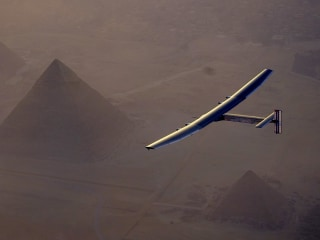 Watch Solar-Powered Plane Cruise Above Cairo's Pyramids