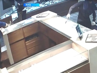 Smash and Grab Burglary Caught On Camera