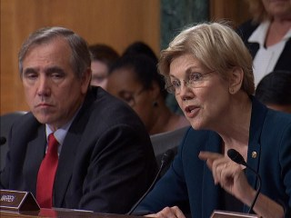 Sen. Warren Lays In to Wells Fargo CEO Over Cross-Selling