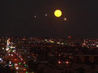 Harvest Moon Rises In Time-Lapse Video
