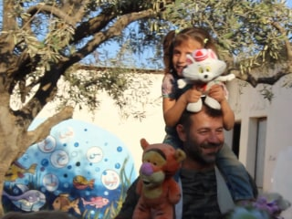 'Toy Smuggler' Brings Joy to Children in War-Torn Syria