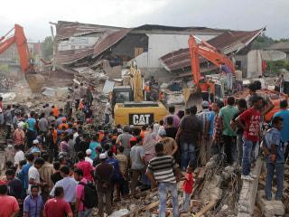 Rescuers Scramble to Find Survivors of Deadly Quake