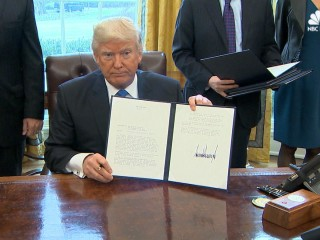 Trump Signs Executive Orders on Keystone, Dakota Access Pipelines