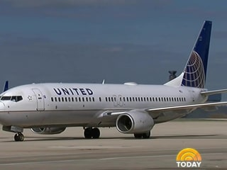 United bars 2 girls from flight for wearing leggings, spurring outrage