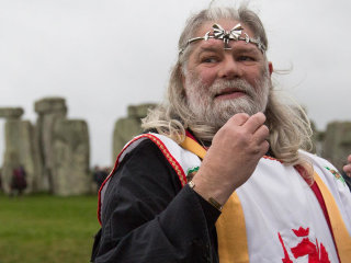 'King Arthur' Recreates Middle Ages at Britain's Stonehenge in 21st Century