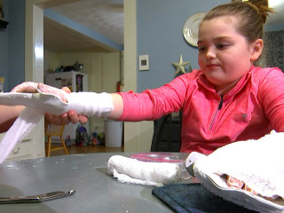 'Slime' craze raises new concerns after 11-year-old girl burns her hands