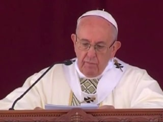 Pope Francis denounces fanaticism during Mass in Egypt
