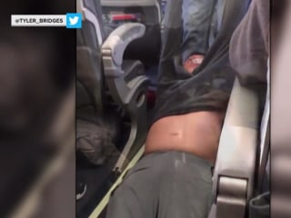 United Airlines CEO Apologizes for Kentucky Doctor Being Dragged off Flight