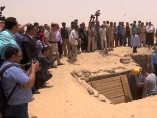 Egyptian University Students, Professors Unravel Underground Necropolis