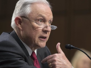 Sessions, Wyden Have Heated Exchange on Recusal Concerns