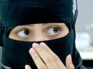 Women Field 911 Calls in Saudi Arabia for the First Time During Hajj