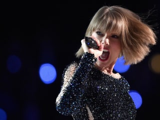 Taylor Swift returns to social media with strange snake video