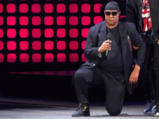 Watch: Stevie Wonder Takes a Knee at Global Citizen Festival