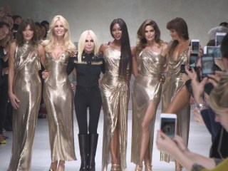Supermodels pay tribute to Gianni Versace 20 years after designer's death