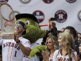 Thousands of Fans Celebrate Astros at Victory Parade