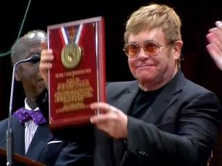Watch Elton John Receive Harvard Humanitarian Award For HIV/AIDS Work