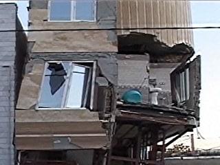 Hundreds Killed, Thousands Injured by Earthquake Near Iran-Iraq Border