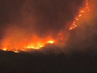 Strong winds could drive Thomas fire toward hundreds of California homes