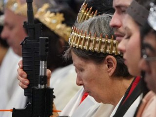 Pennsylvania churchgoers bring AR-15 rifles, wear bullet crowns to commitment ceremony