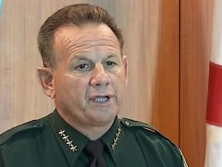 'He never went in': Sheriff says armed school resource officer didn't pursue Parkland shooter