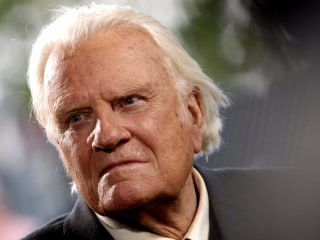 Tributes pour in to remember Rev. Billy Graham