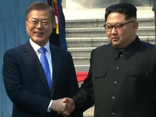 Kim Jong Un crosses into South Korea for historic summit