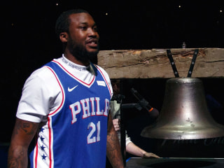 Meek Mill released from prison via helicopter, goes to 76ers game
