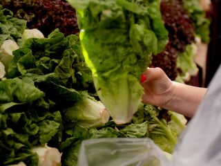 E. coli outbreak from romaine lettuce is getting more severe