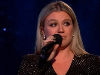 Kelly Clarkson fights back tears as she mourns Santa Fe shooting victims