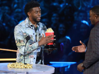 'Black Panther' star hands over his MTV award to Waffle House hero