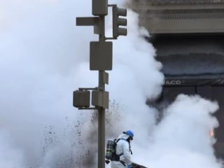 Steam pipe explodes in New York City
