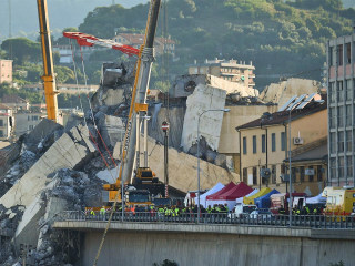 Top News: Search for survivors begins in bridge collapse; New scandal impacts Catholic Church