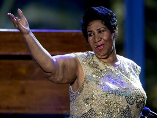 'Gravely ill' Aretha Franklin said to be surrounded by friends and family