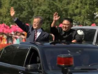 Kim Jong Un, Moon Jae-in embrace at start of Korean summit