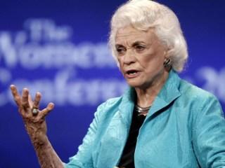 Sandra Day O'Connor announces probable Alzheimer's diagnosis